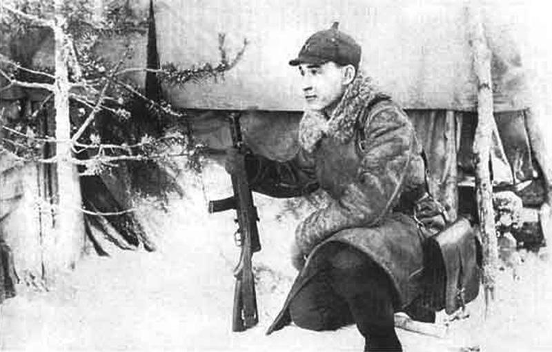 Советский комиссар с ППД-34